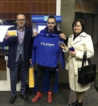 В Киеве наградили 10-миллионного пассажира, который воспользовался «электронным билетом» и пообещали установить еще 173 терминалов