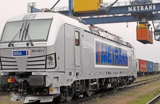 Дочерняя структура концерна HHLA получила первый грузовой многосистемный электровоз «Vectron MS»