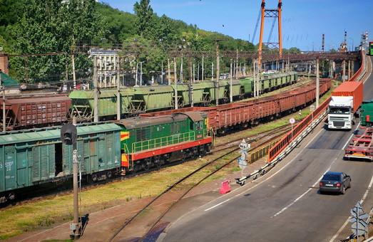 В Одесском порту поезд столкнулся с грузовиком