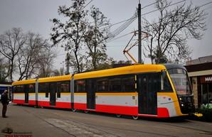 Первый в Одессе трехсекционный трамвай уже начал возить пассажиров (ФОТО, ВИДЕО)