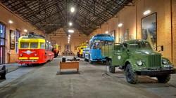Одесский открытый экскурсионный трамвай на зимний сезон установлен в музее (ФОТО)