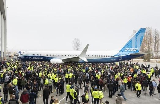 На заводе компании «Boeing» в Рентоне показали самую вместительную версию авиалайнера «Boeing 737 MAX-10»