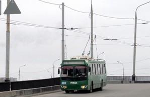В Харькове троллейбусы снова курсируют по Коммунальному мосту