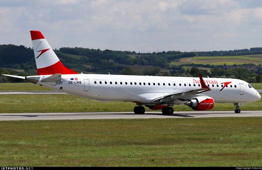 В Одессе совершил посадку самолет, который летел из Вены в Днепр