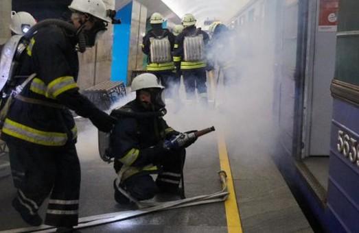 Харьковские спасатели проводили учения в метро