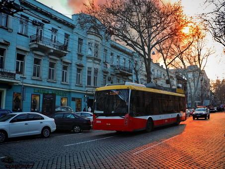 В Одессе продолжаются ограничения в работе транспорта из-за пожара