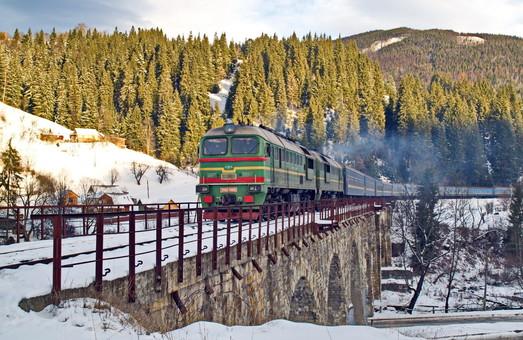 На железных дорогах Украины ввели в действие новое рассписание поездов дальнего следования