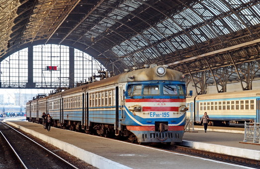 «Укрзализныце» нужно обновить более 110 составов пригородных поездов за три года