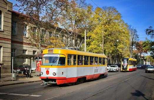 Одесситы пересаживаются на трамваи и троллейбусы