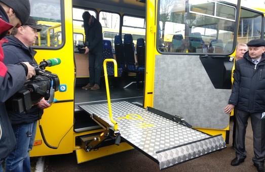 Львов приобрел школьные автобусы для перевозки детей с инвалидностью