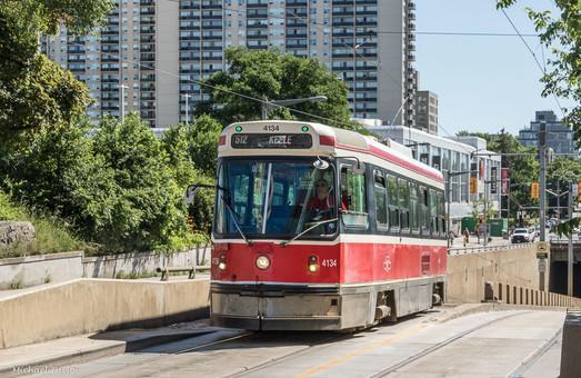Торонто попрощалось с высокопольными трамвайными вагонами