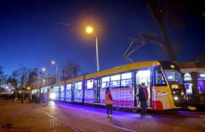 В Одессе провели детский парад рождественских трамваев (ФОТО, ВИДЕО)