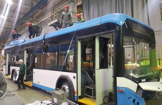 На «Белкомунмаше» уже собирают троллейбусы для Мариуполя