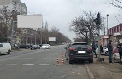 В Одессе на оживленном перекрестке в ДТП повредили светофор