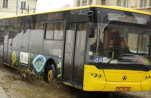Львовские чиновники не знают, сколько у коммунального предприятия автобусов ЛАЗ
