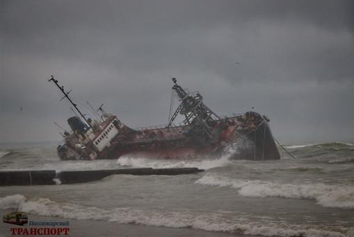 Танкер «Delfi» с одесского пляжа «Дельфин» власти начнут убирать 31 марта