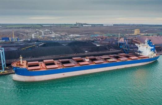 В порту Пивденный под Одессой одновременно загружают три крупных судна типа «кейпсайз»