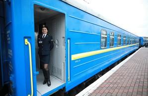 Министр инфраструктуры проинспектировал ремонт вагона поезда Одесса – Рахов