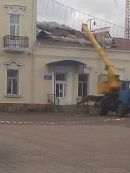 В Подольске Одесской области от шквального ветра пострадал железнодорожный вокзал