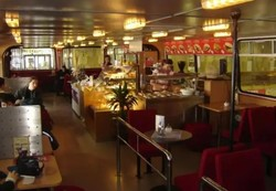 В Братиславе из кузовов старых автобусов «Ikarus» создали модное кафе