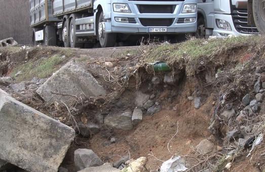 Штормовой циклон «Юля» таки повредил дамбу Хаджибейского лимана в Одессе