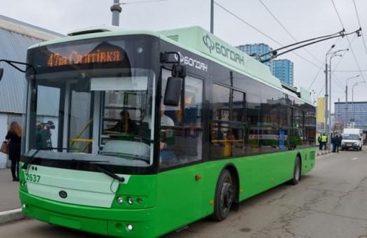 Кернес обещает харьковчанам закупку 50 новых троллейбусов на условиях лизинга