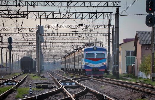 Одесские железнодорожники отремонтировали стрелочный перевод на станции Усатово