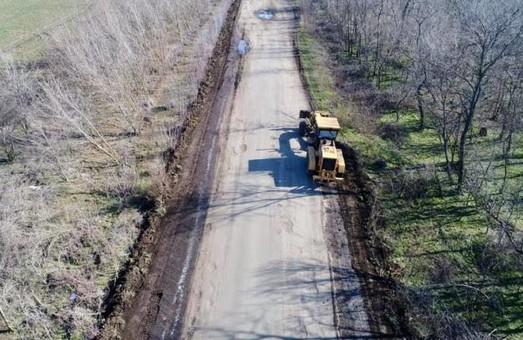 На юге Одесской области уже начали ремонт дороги, которая соединяет Тарутино, Арциз и Татарбунары