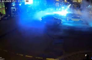 В Одессе дрифтеры устроили опасные гонки посреди оживленного перекрестка (ВИДЕО)