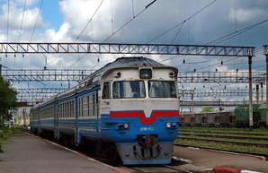 Вандалы во Львовской области разгромили вагон дизель-поезда Львов – Сокаль