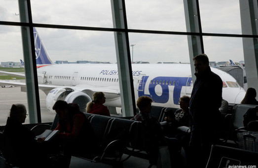 Польская авиакомпания «LOT» приостанавливает полеты в Запорожья