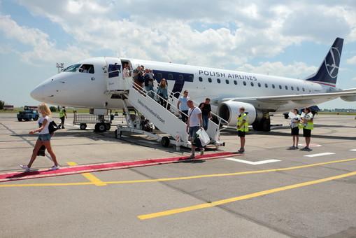 Авиакомпании в несколько раз увеличили цены на билеты перед временным прекращением международных авиарейсов
