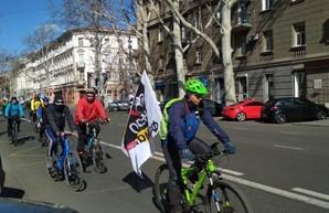 Одесские велосипедисты недовольны введение выделенной полосы для общественного транспорта на Ришельевской