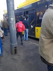 Чиновники КГГА решили допускать пассажиров в транспорт только в защитных масках, однако это решение не выполняется