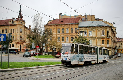 Несмотря на введение режима чрезвычайной ситуации, транспорт Львова работает в штатном режиме