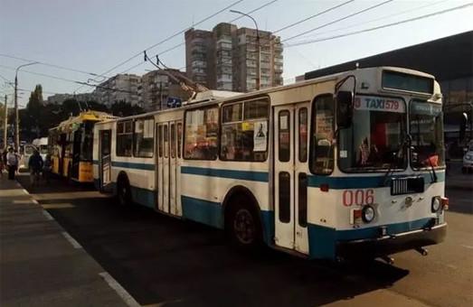 В Хмельницком отменили льготы на проезд в общественном транспорте и обязали пассажиров надевать защитные маски