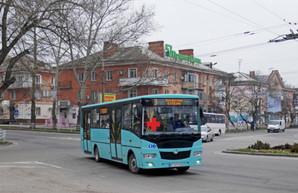 В Херсоне появились коммунальные автобусы с красным крестом на лобовом стекле