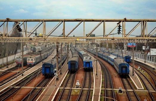 Пассажирские поезда и электрички сейчас охраняют машинисты и проводники