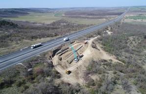 Дорогу Одесса - Киев укрепляют от оползней (ФОТО)
