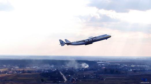 Самый большой самолет в мире начинает рейсы по доставке медицинского оборудования из Китая в Европу (ВИДЕО)
