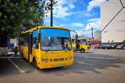 В Одесской области уже запустили автобусы, а вот поезда еще стоят (ФОТО)