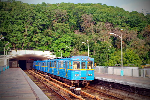 В Киеве и Харькове запустили метро