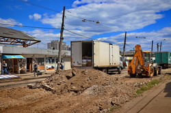 Реконструкция Новощепного Ряда: уже убрали все старые рельсы (ФОТО)