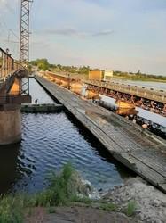 Вместо рухнувшего моста навели военную понтонную переправу (ФОТО, ВИДЕО)