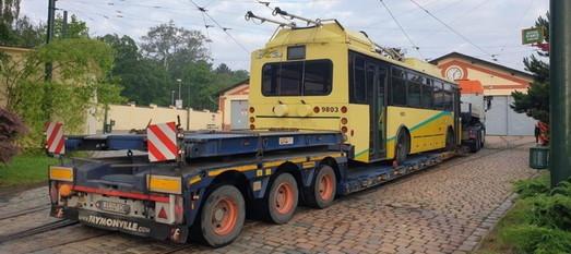 """В музей электротранспорта Праги привезли чешский троллейбус """"Шкода"""" из США (ФОТО)"""