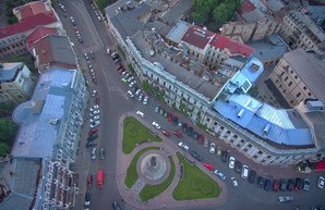 Парковка в Одессе на Екатерининской площади начала действовать
