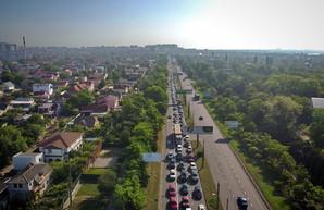Автомобильные пробки с поселка Котовского: что с ними делать