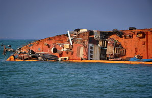 Кораблекрушение в Одессе ликвидировать пока не собираются