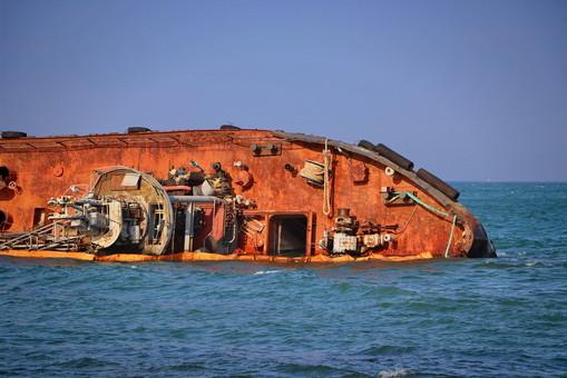 Владельцам дали еще месяц на подъем танкера с одесского пляжа