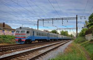 """""""Укрзализныця"""" восстанавливает еще 37 поездов - региональных и пригородных"""